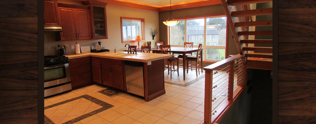 Bandon-Escape-Beach-House-Rental-dining-room